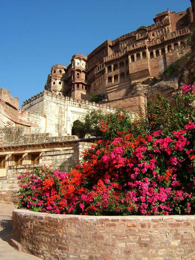 Romantic getaways from delhi places near delhi with your for Places to go for romantic weekend