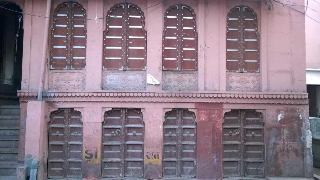 double doors in bikaner haveli