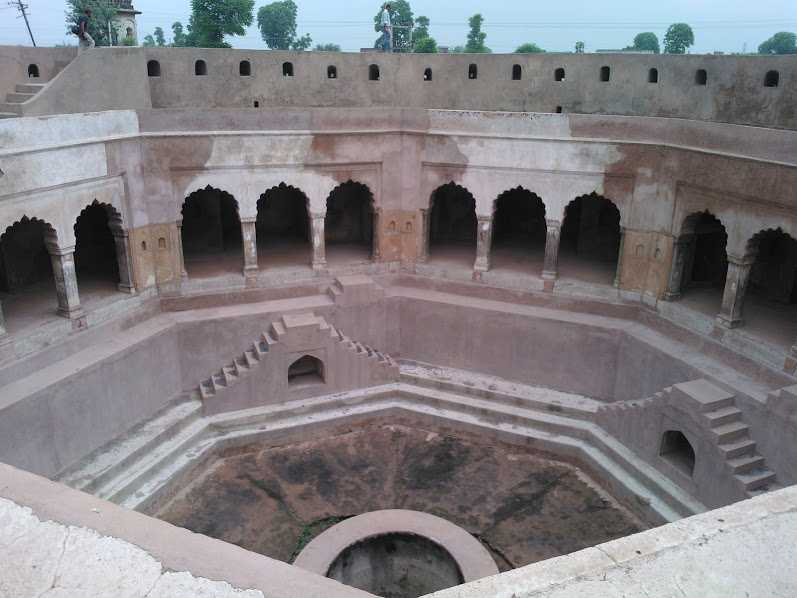 Baoli, Farrukh Nagar just outside Gurgaon: Ali Gosh Khan Baoli