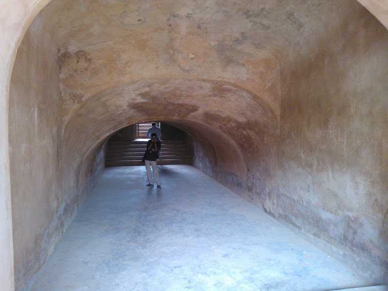 Tunnel at Baoli, Farrukh Nagar near Gurgaon: Pictures of baoli near gurgaon