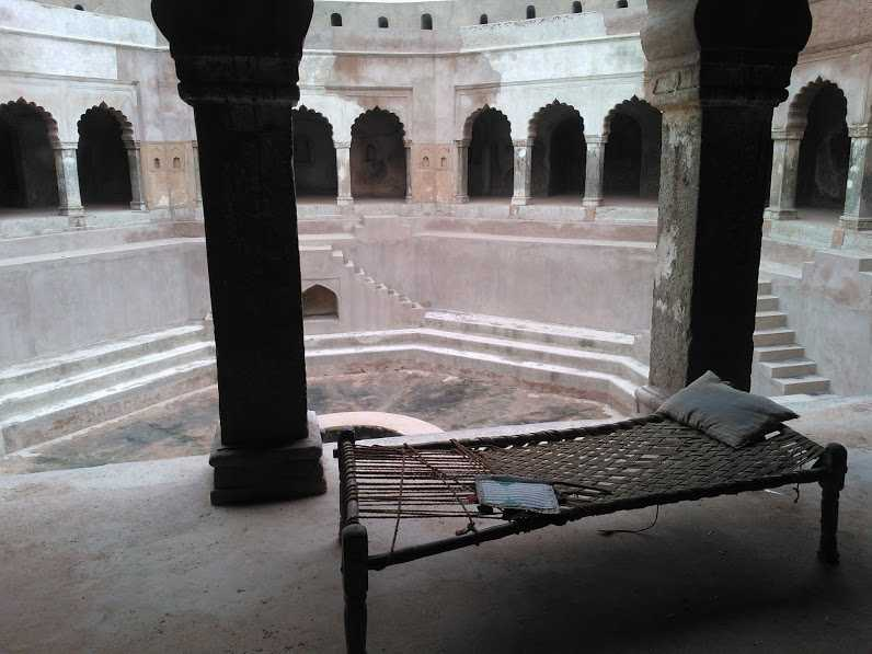 rest in a beautiful baoli: Inside of a Baoli