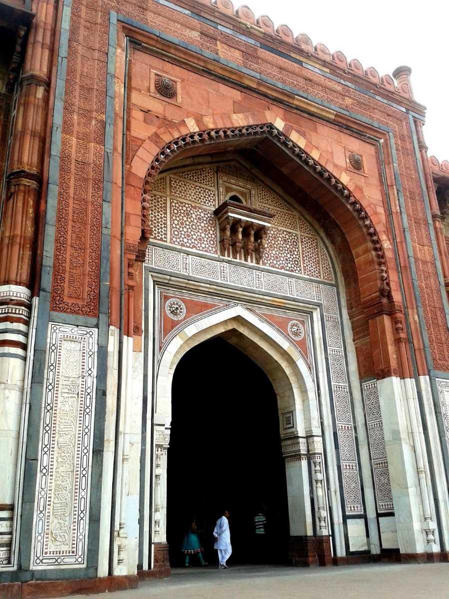 Qila - i - Kuhna Mosque, Delhi: Single domed mosque