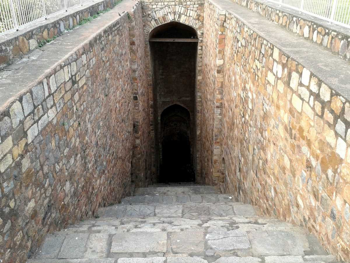 Step Well near CP, Delhi: Agrasen ki Baoli