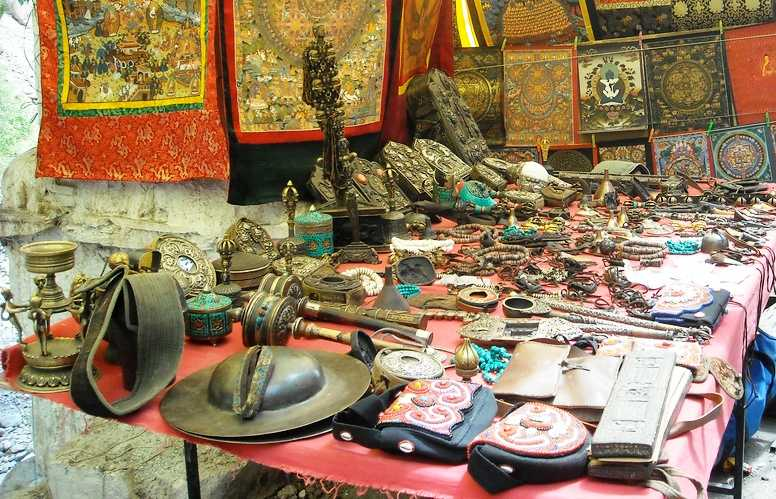 Shopping : things to do in Leh Ladakh