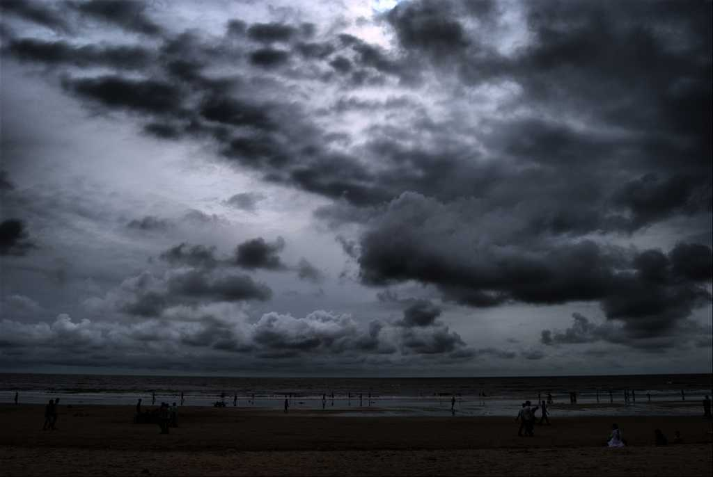Juhu Beach, places to visit in Mumbai during monsoon, Monsoon in mumbai