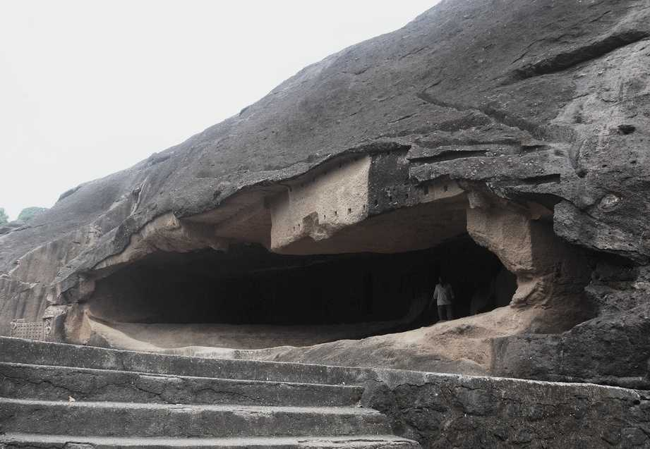 Kanheri Caves, places to visit in Mumbai during monsoon