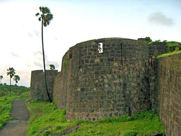 Madh Fort, places to visit in Mumbai during monsoon