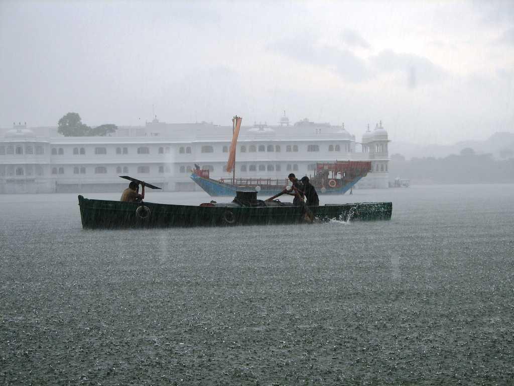Pichola Lake, Udaipur (Source)