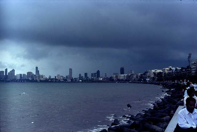 Marine Drive, Places to visit in mumbai with friends