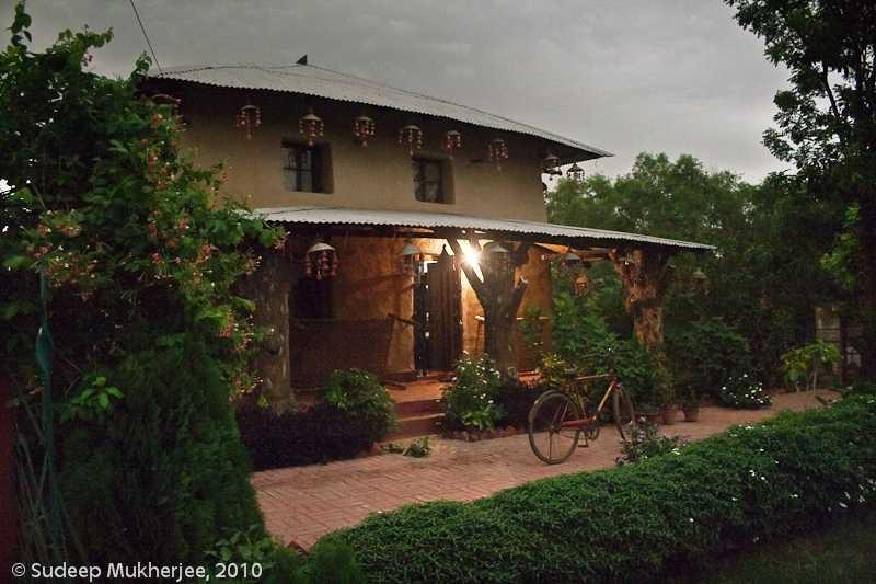 Mud Houses, Shantiniketan (Source)