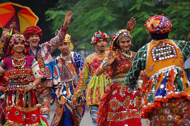 Garba Raas in traditional garbs, Navratri 2017 Dates