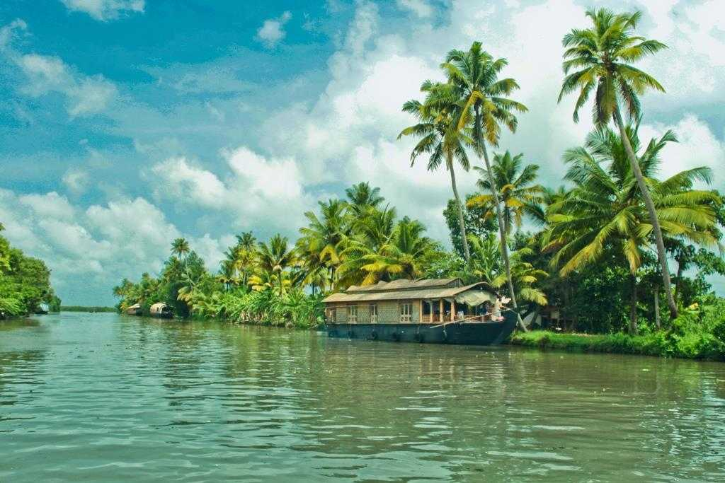 Kerala, places to visit in winter in India.