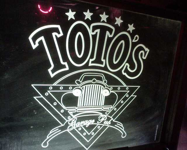 Toto's Garage, Nightlife in Mumbai