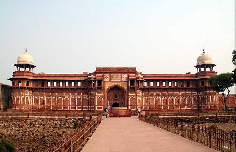 agra fort, Forts in India