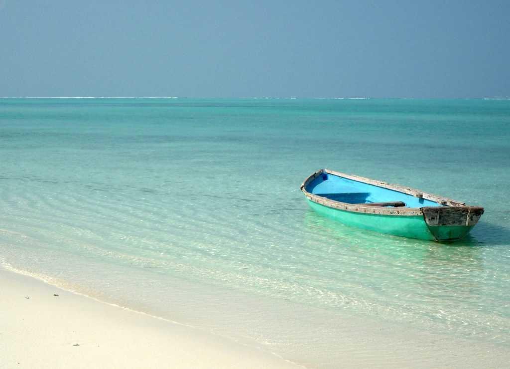 Lakshadweep waters boat ride, trip to lakshadweep islands