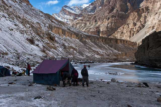 Snow Camping, Frozen river chadar trek