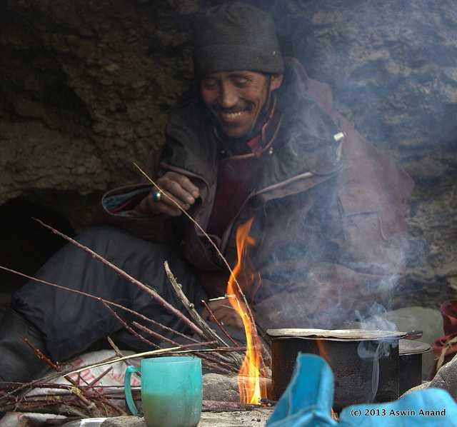 Locals preparing food, chadar trek