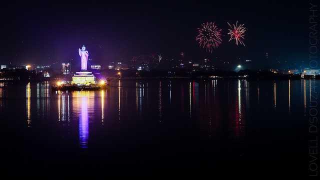 Diwali at Hussain Sagar Source