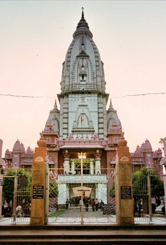 Vishwanath temple inside BHU campus (Source)