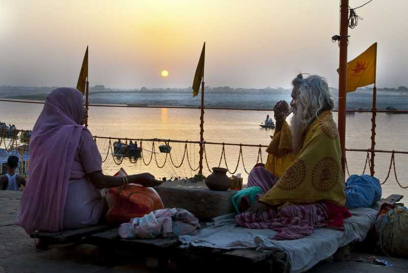 An early morning at Dashashwamedh ghat (Source)