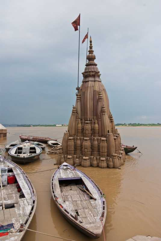 Submerge Shiva Temple in Varanasi - Unusual Temples in India