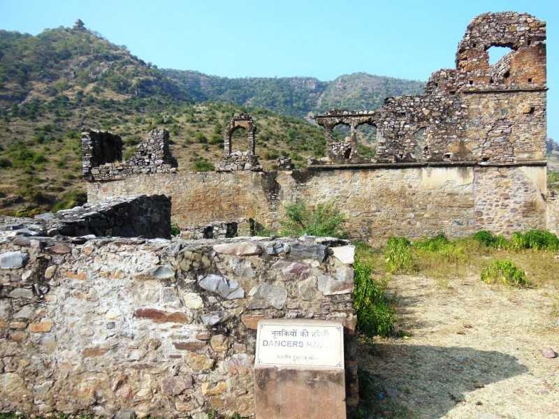 Ruins of the haunted Bhangarh Fort