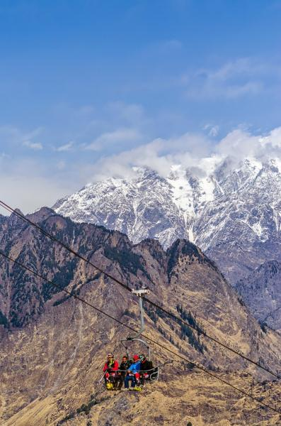 Auli ropeway - Skiers use it get on top of the slope