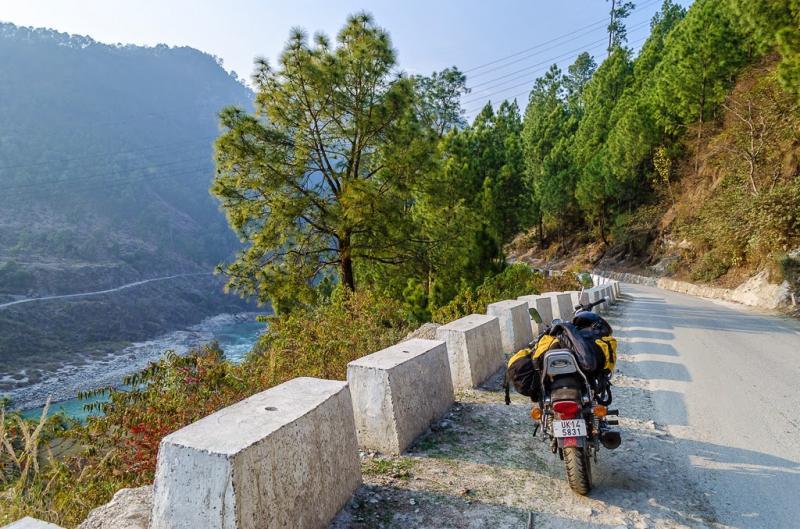 Srinagar rudraprayag bike pose