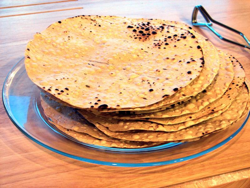 masala papad, street food of Mumbai