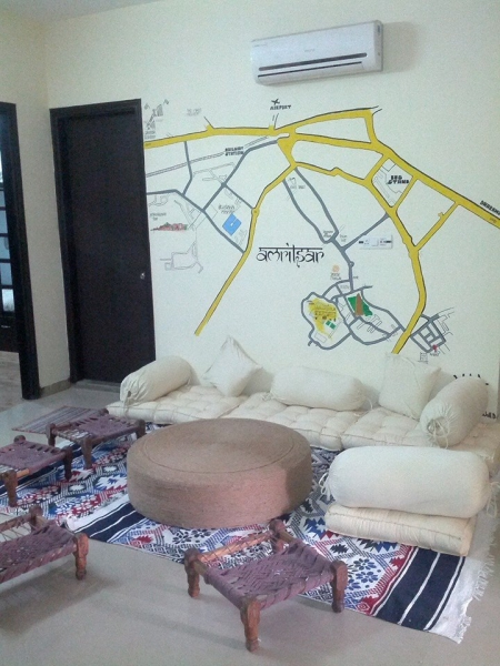Common room of Jugaadus' Eco hostel, a backpackers hostel in India