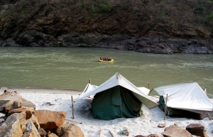 A_camp_site_by_the_Ganga,_Rishikesh