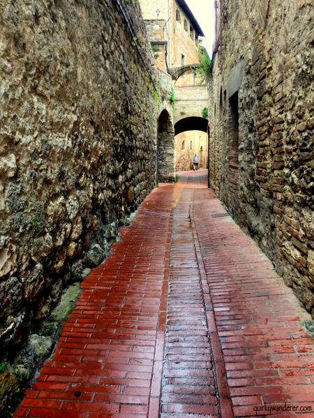 Cobbled alleys SG-001