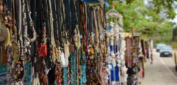 12 Best Places For Street Shopping in India