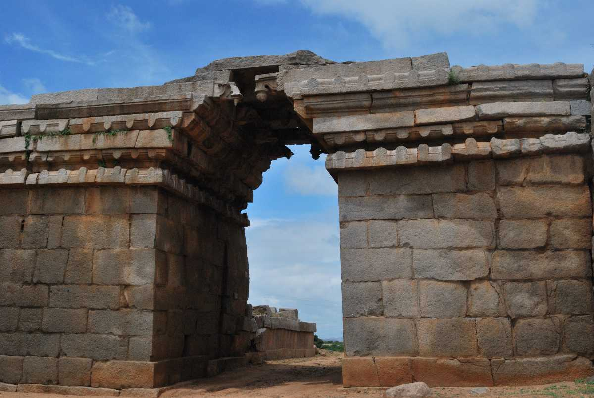 Bheema's Gate, History of Hampi
