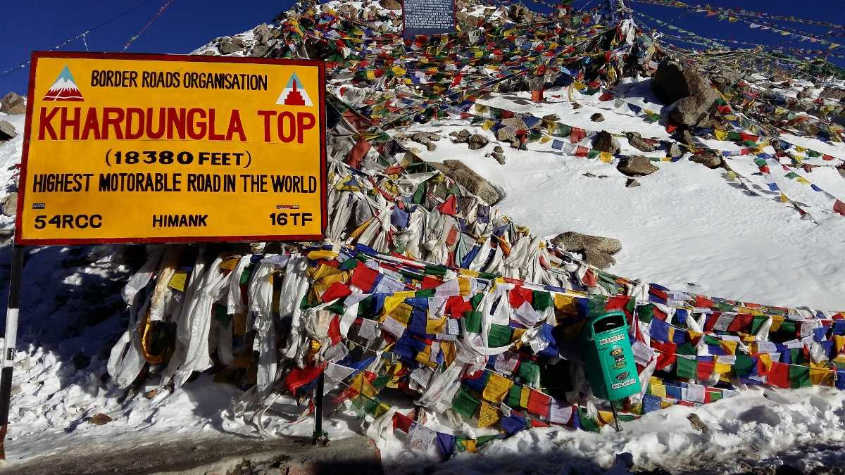 Khardung La, Highest motorable roads in India