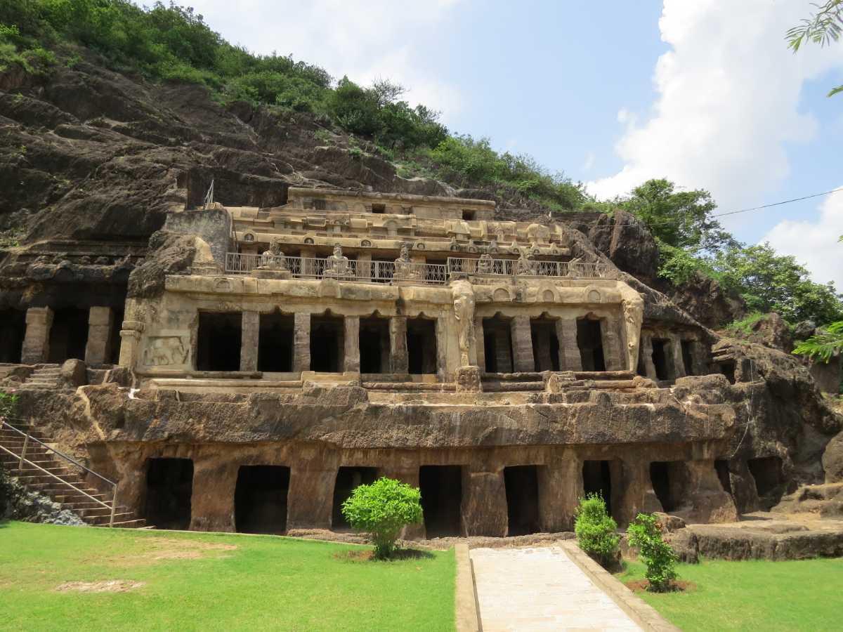 caves in india, undavalli caves