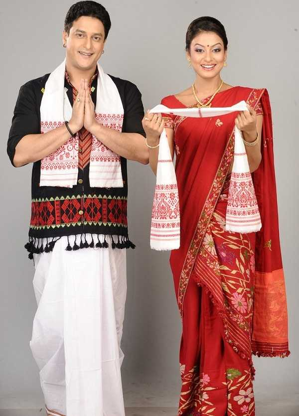 Dresses of assam traditional assamese costumes holidify the dhoti and gamosa are said to be the native dress of the men of assam the dhoti is used to cover the lower half of the body and is a well known altavistaventures Image collections
