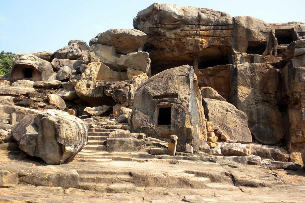caves in india, khandagiri caves