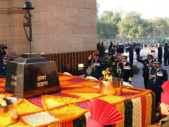 Amar jawan jyoti delhi holidify prime minister indira gandhi fist paid homage to the indian soldiers at india gate on the eve of 23rd republic day on 26 january 1972 altavistaventures Choice Image