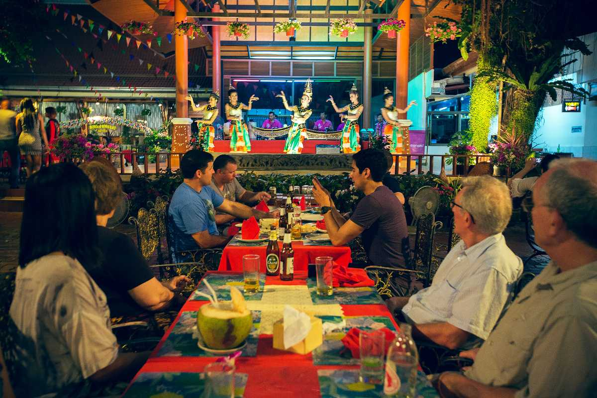 Ruen Thai Restaurant Presents Traditional Thai Dance Show Along with Halal Food in Pattaya