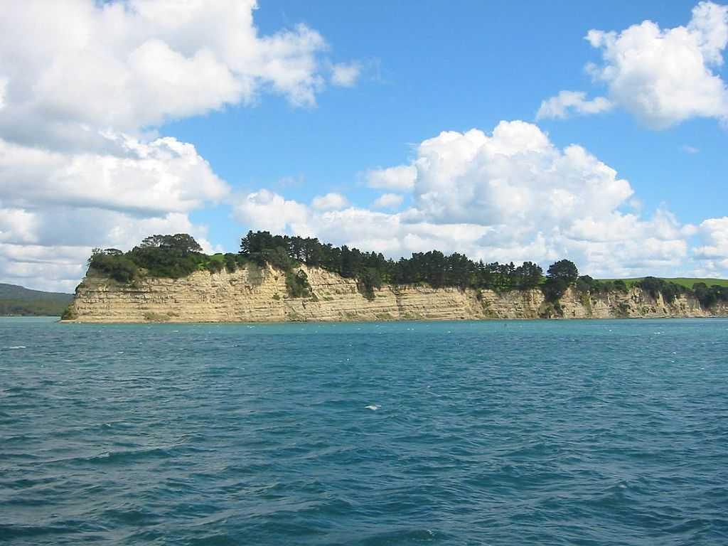 Motutapu island cliff