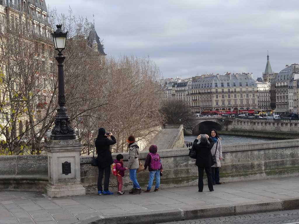 Nekovisit, Paris