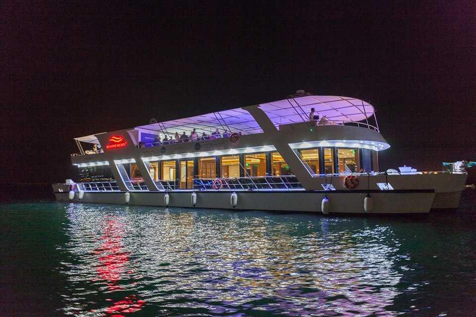 Luxury Dubai Marina Dinner Cruise