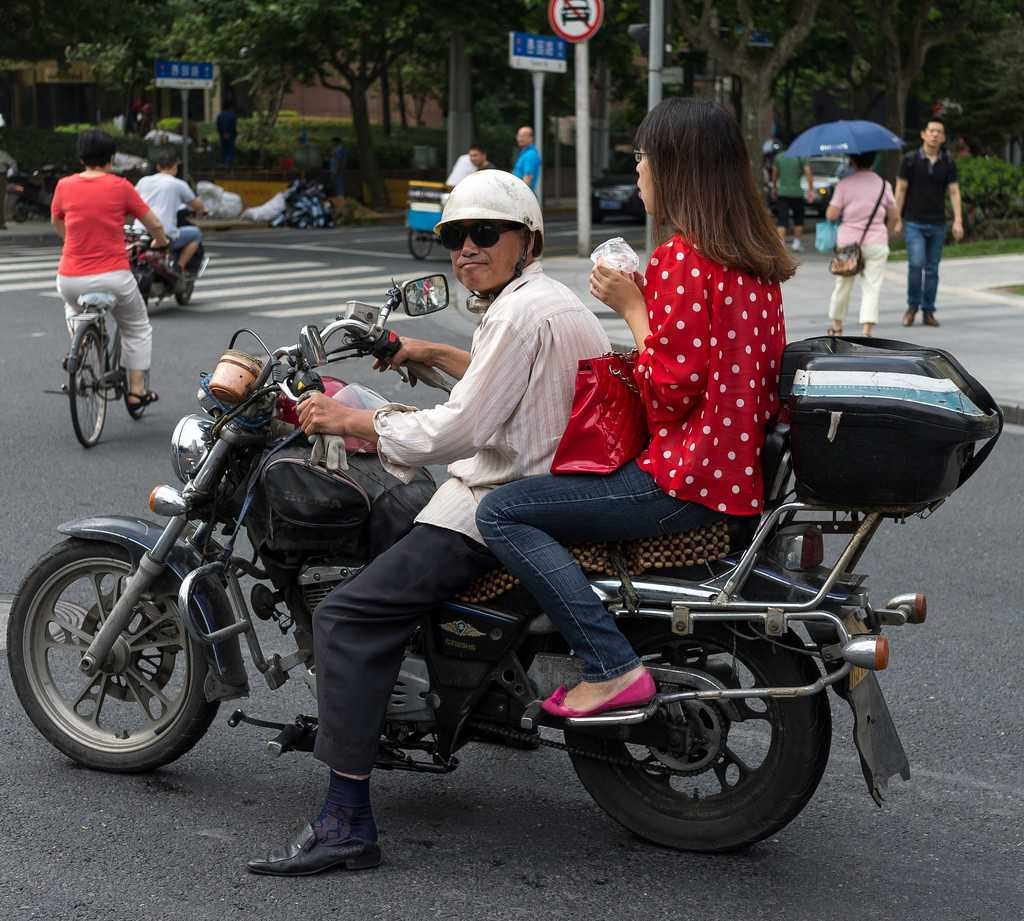 xe om, local transport in vietnam