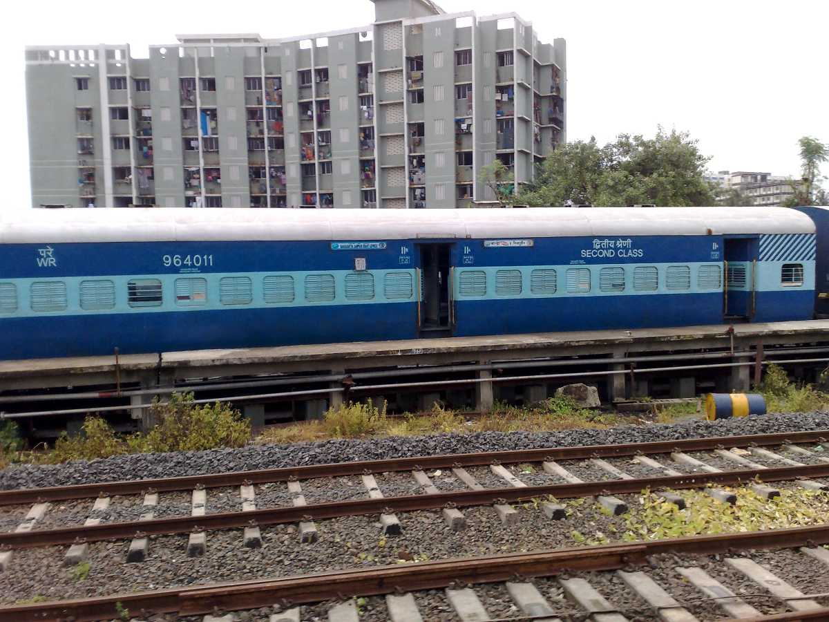 Maharashtra sampark kranti, ten superfast trains india