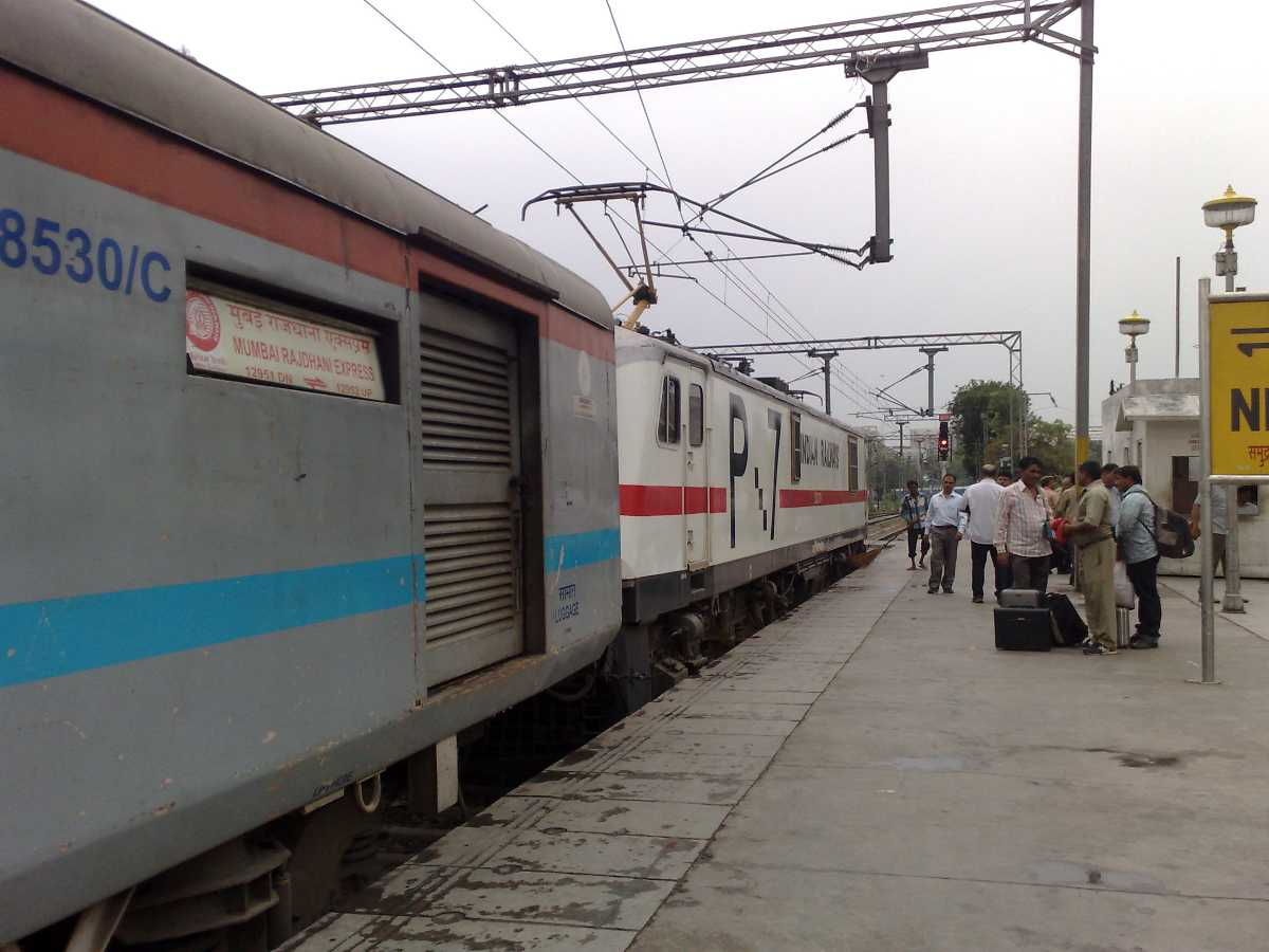 howrah rajdhani. ten superfast trains in india