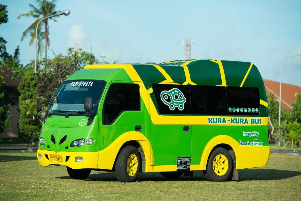 Shuttle Buses, Commuting in Bali