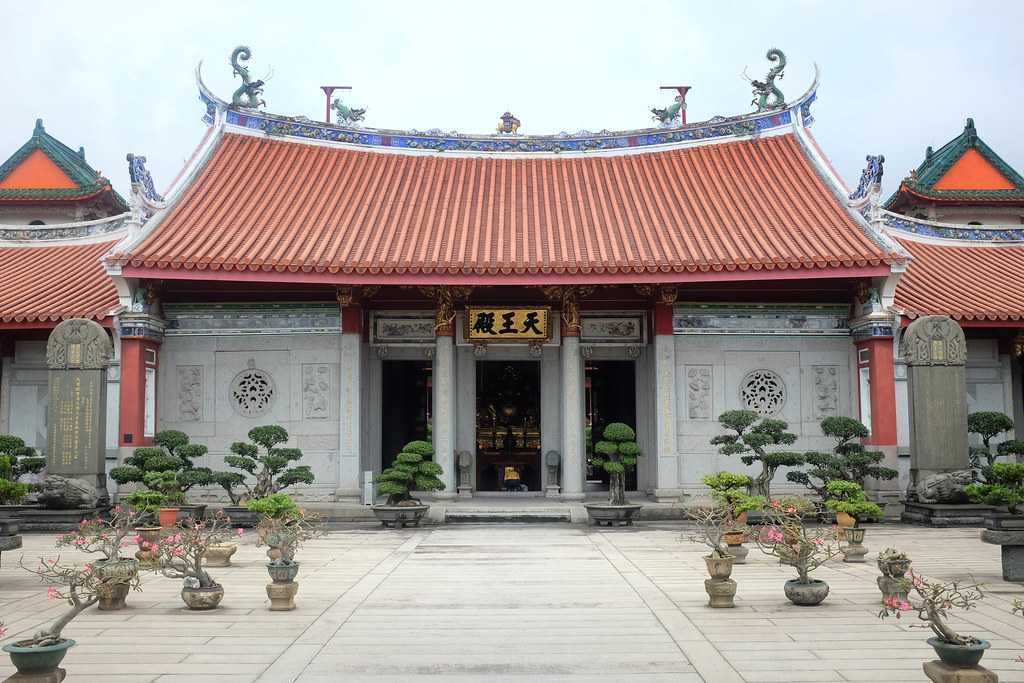 Hall of the Celestial Kings at Siong Lim Temple Singapore