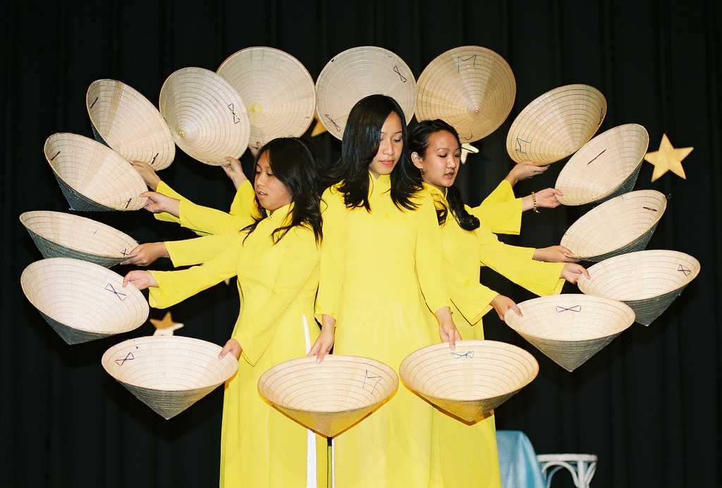 Culture of Vietnam, Hat Dance