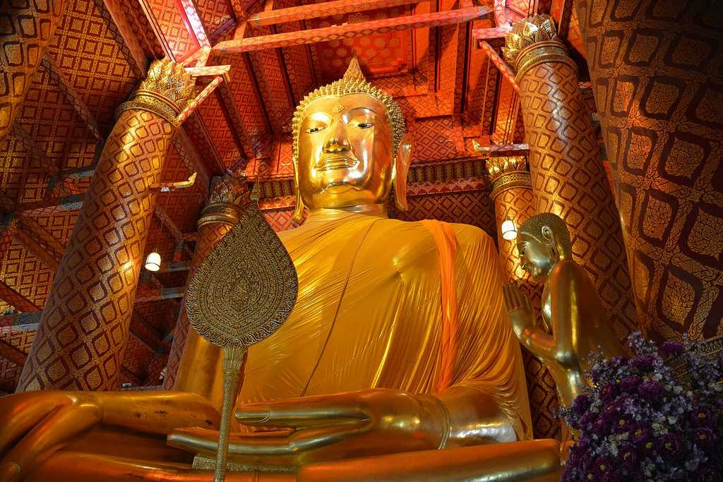 Wat Phanan Choeng Buddha Statue
